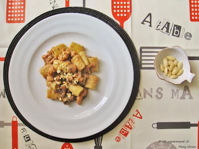 Pasta con Sugo di Moscardini e Mandorle