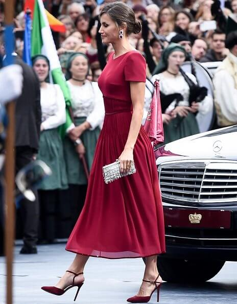 Queen Letizia, Queen Sofia, Crown Princess Leonor and Infanta Sofia. Queen Letizia wore a red satin dress and earrings
