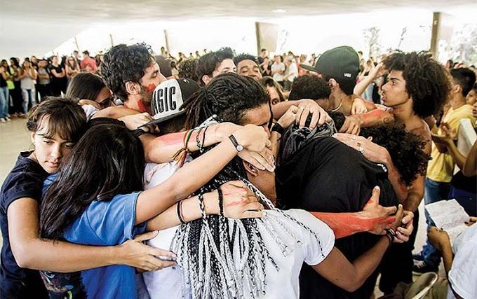 Retrospectiva 2016: Estudantes abraçam a resistência. Que o Brasil os acompanhe