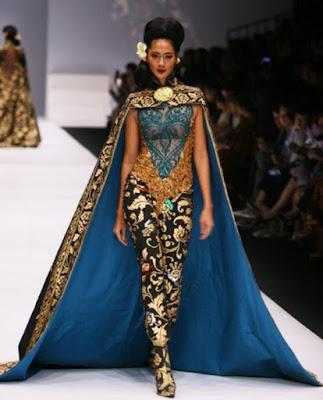 Foto Model Kebaya Bali Modern Transparan Anne Avantie Terbaru Trend Tahun 2017