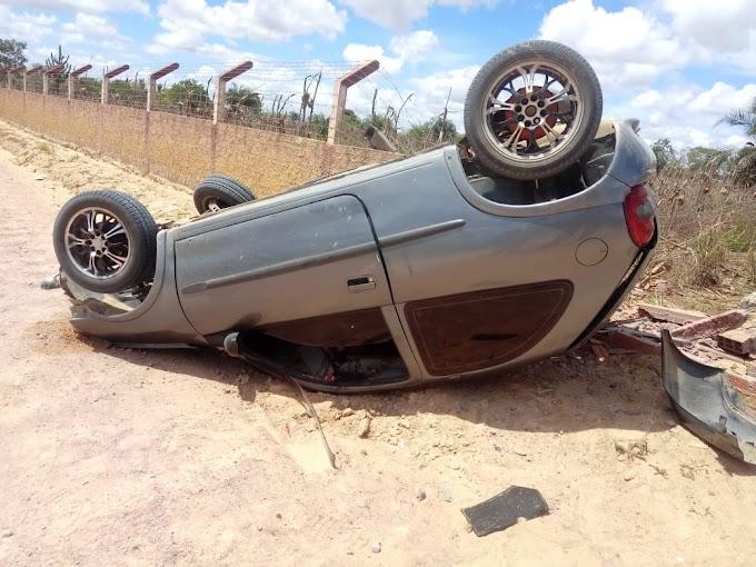 SERRINHA: Pedreiro perde o braço em capotamento de carro na zona rural