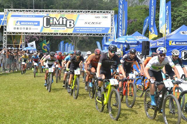 Atletas de mountain bike na largada da CIMTB, em Petrópolis