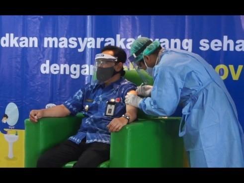 Pemberian Vaksin Kepada Ketua Harian Gugus Tugas Covid-19 Wakil Walikota Yogyakarta