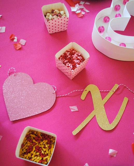 Treat your friends to a Galentine's Day cookie decorating party. Get the how to over on www.fizzyparty.com