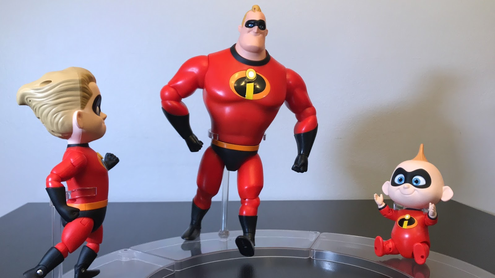 The Incredibles Toys R Us : Tubey toys video and toy review mr incredible disney