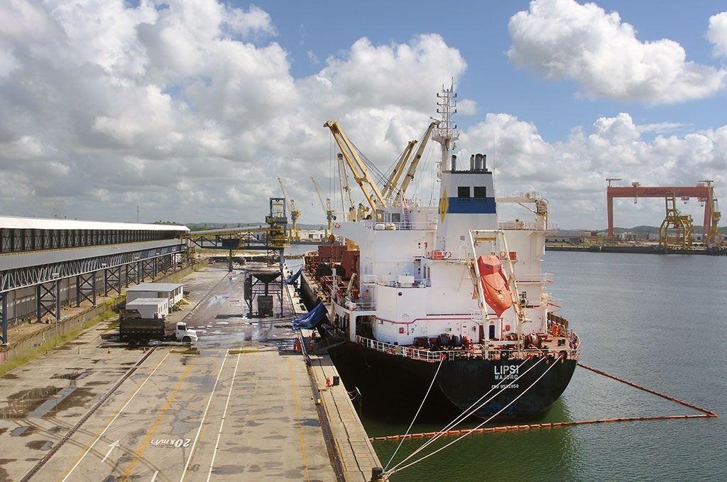 Terminal de granéis sólidos do Porto de Suape volta a operar