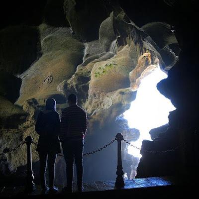 Entrada a la cueva de Hércules