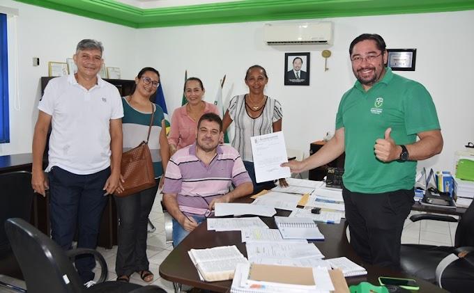 Prefeito recebeu projeto que dá piso 2020 aos Professores da rede municipal