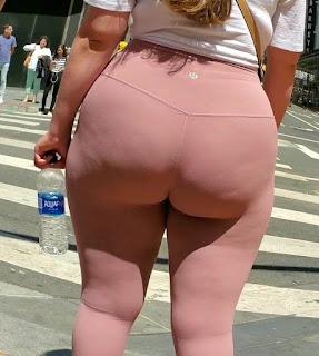 Mujeres nalgonas calle leggins deportivos