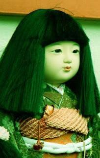 दुनिया की सबसे खतरनाक 6+ श्रापित गुड़िया