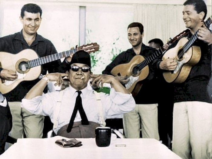 Seperti Santri Viral, Bung Karno Ternyata Juga Pernah Tutup Telinga Ogah Dengar Musik 'Ngak Ngik Ngok'
