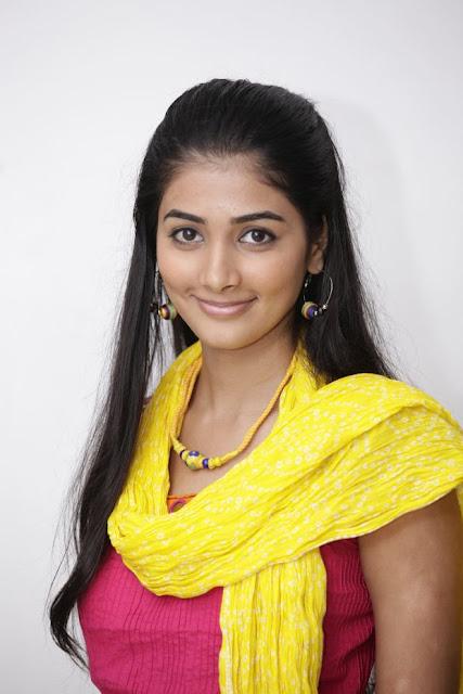 http://actresshdgalleryz.blogspot.in/2014/10/oka-laila-kosam-heroine-pooja-hegde-new.html