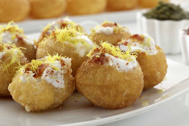 Decorating 8 Golgappa (panipuri) with snaks
