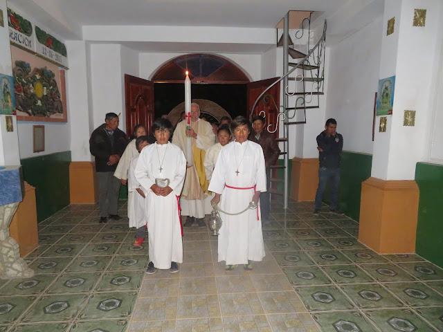 Einzug in die Pfarrkirche in Esmoraca Bolivien