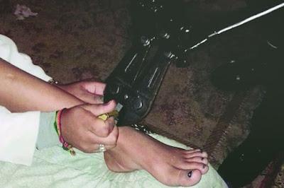Mãe é detida por acorrentar a filha drogada