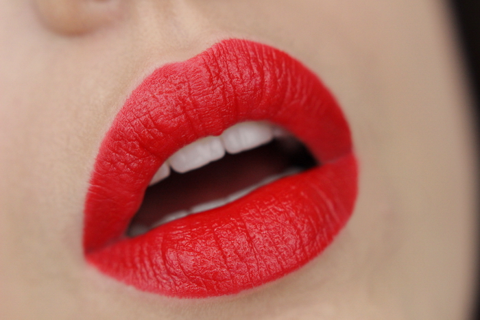 MANHATTAN Moisture Renew Lipstick Muse Red 500