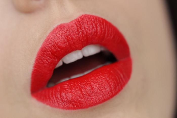 MANHATTAN Moisture Renew Lipstick Muse Red 500