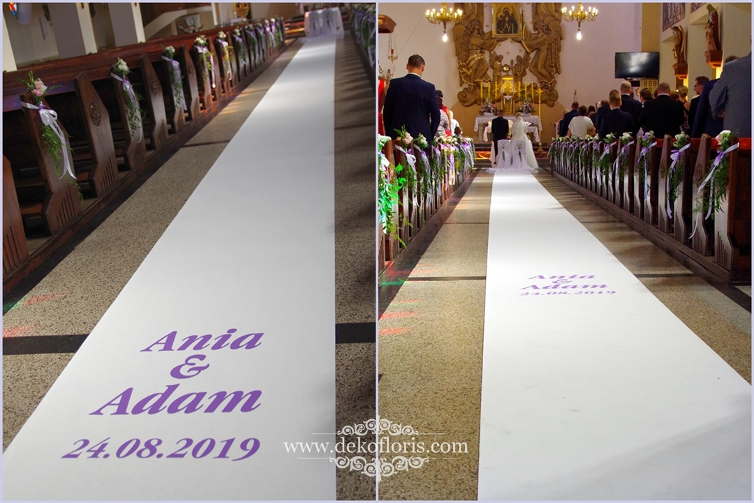 Biały dywan na ślub z fioletową personalizacją