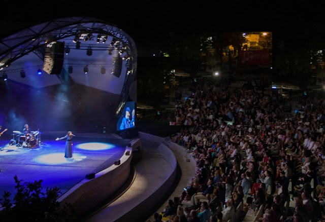 Luz Casal in the Tirana Amphitheater
