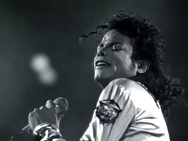 MICHAEL JACKSON | POP KING | MOONWALK