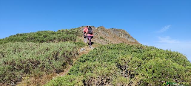 Subiendo por la cresta al Cueto de Arbás