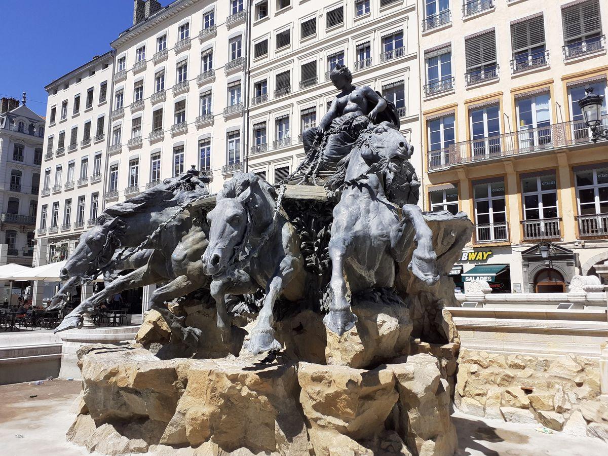 place des terreaux lyon fontaine bartholdi