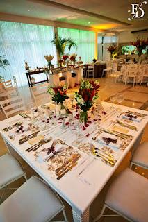 casamento militar no party room em porto alegre com decoração simples em tons de fendi marrom e vermelho e cerimônia no santuário mãe de deus em porto alegre por fernanda dutra eventos assessoria e cerimonial em porto alegre