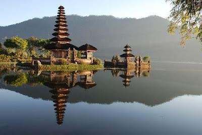 Pura Ulun Danu di Danau Beratan, Bedugul, Bali