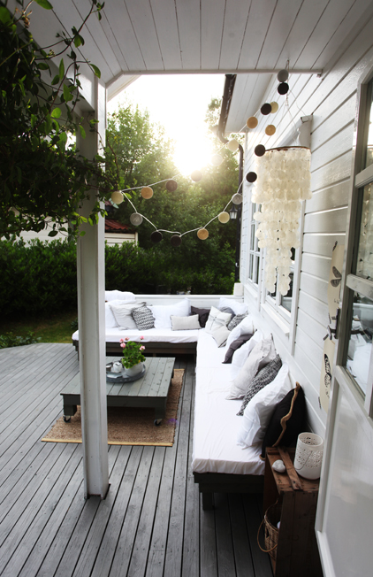 sal n exterior de palets con aire n rdico boho deco chic. Black Bedroom Furniture Sets. Home Design Ideas