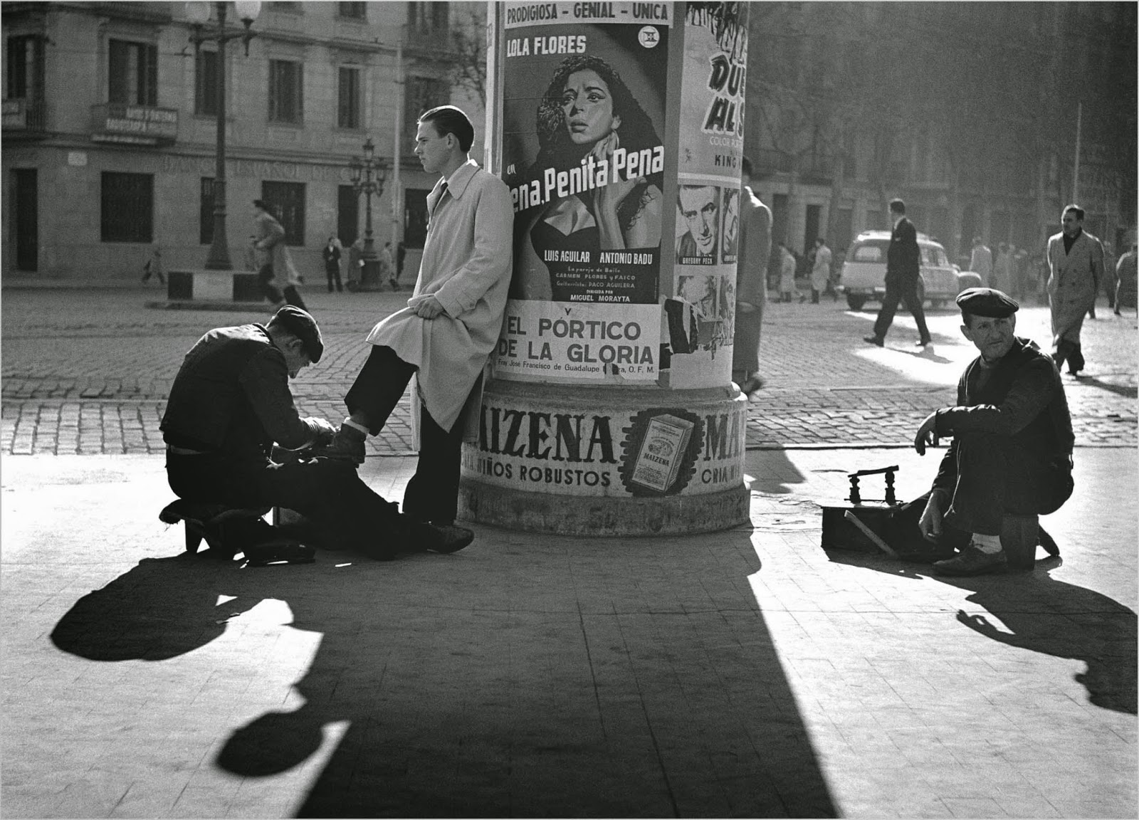 Amazing black white photos of street scenes of madrid and barcelona in the 1950s vintage everyday