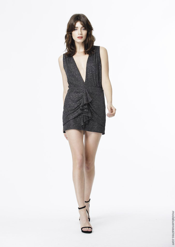 Moda vestidos de fiesta 2020. vestidos de fiesta cortos con brillos verano 2020.