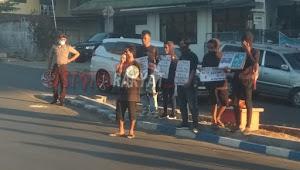 Gelar Aksi Kamisan 001, Forum Mahasiswa Kota Kupang Membawa Sejumlah Tuntutan