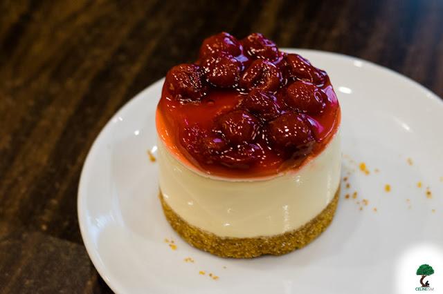 Mini Berry Yogurt Cheesecake