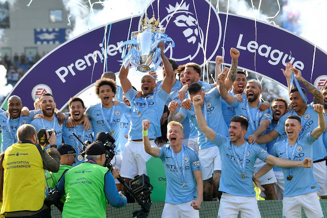 Manchester city players lift the 2018/19 Premier League trophy
