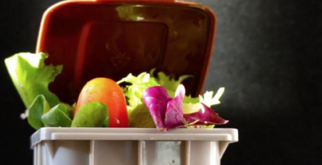 142 κιλά η ετήσια σπατάλη τροφίμων ανά άτομο στην Ελλάδα