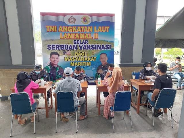 NAKES TNI AL LANTAMAL II TERUS MEMBERIKAN PELAYANAN VAKSINASI MENUJU HERD IMMUNITY