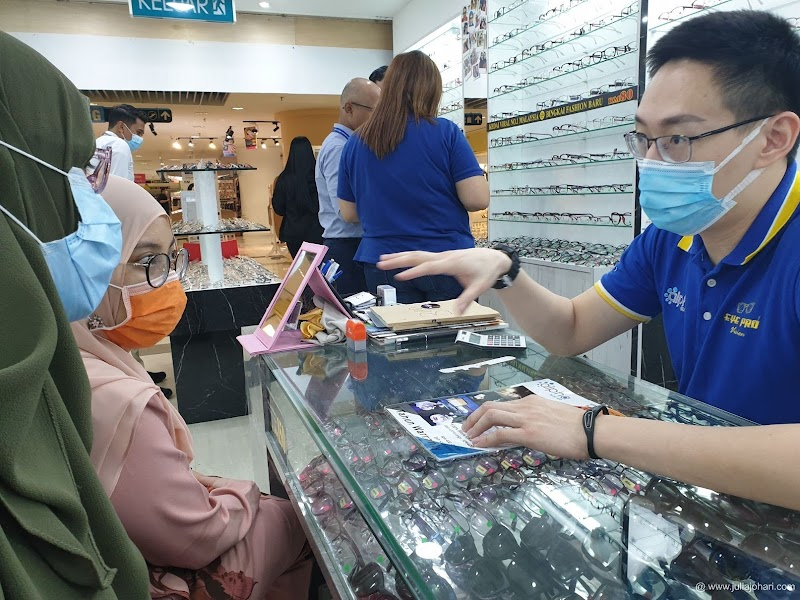 Terjah ke Eye Pro Vision Kedai Cermin Mata Viral No.1 Malaysia bersama rakan sepejabat !