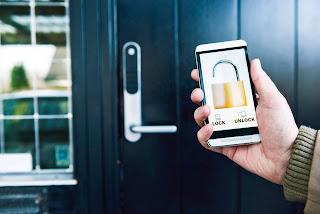 Mobile phone controlling a door lock