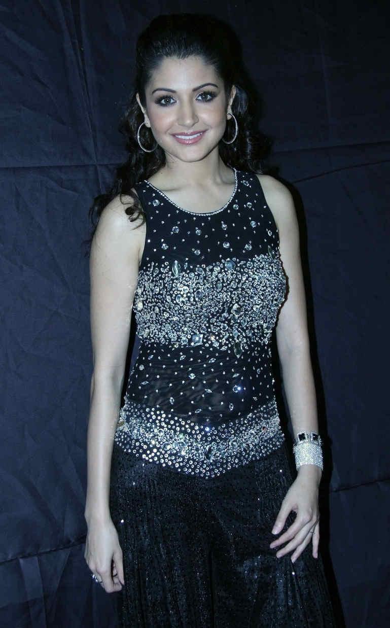 Beautiful Mumbai Model Anushka Sharma In Black Dress At Pantaloons Femina Miss India