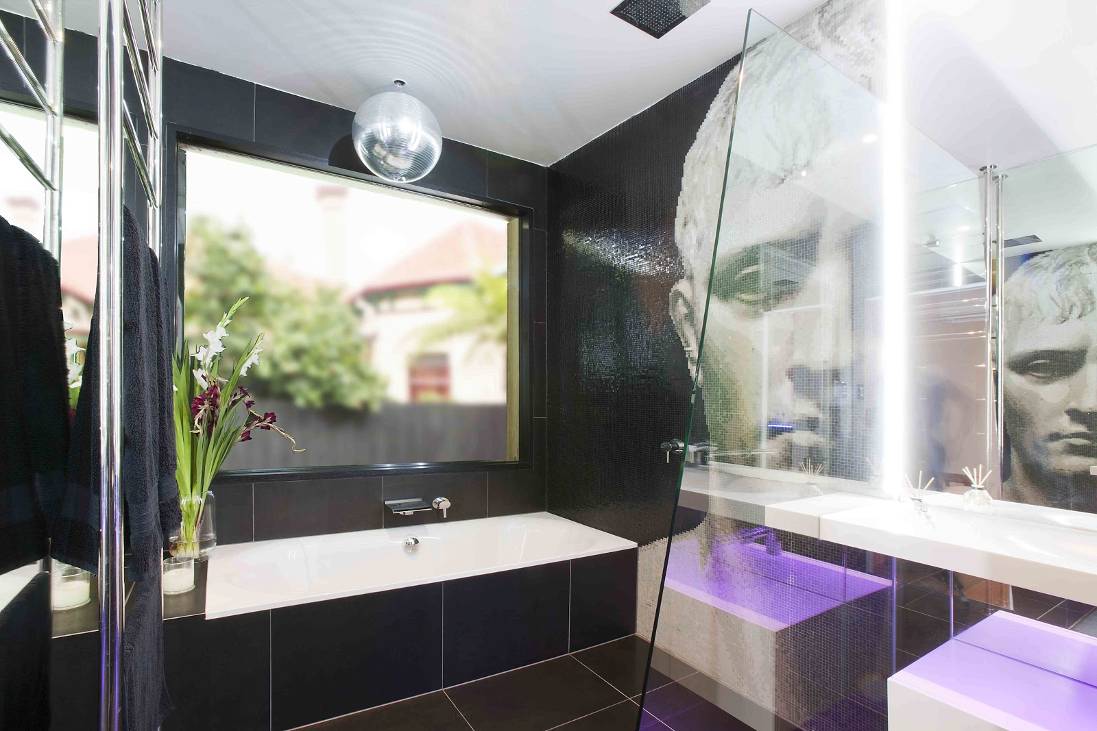 Minosa: A Modern Seamless Bathroom With True WOW Factor