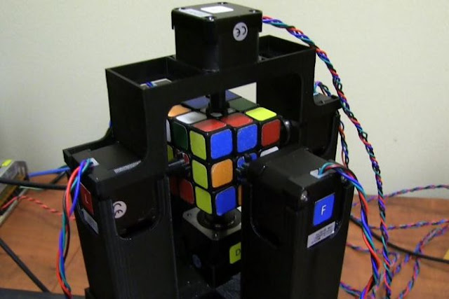 Robot Rubik yang mampu menyelesaikan Rubik dalam waktu 1 detik
