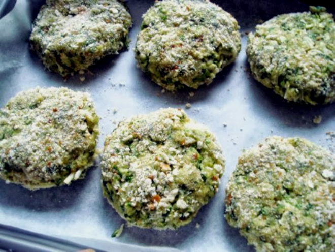 Zucchini patties with millet and cauliflower mash by Laka kuharica: Shape small patties