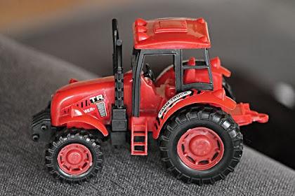 Bisnis Sewa Traktor