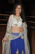 isha talwar latest glam pics-thumbnail-9