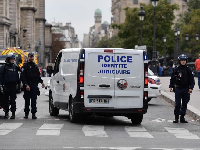 Islamo teroras Paryžiuje. Keturių policininkų žudikas prieš 18 mėnesių atsivertė į islamą