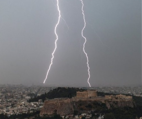 Thunder on Acropolis of Athens, 4 injured