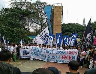 Bobotoh Persib Gelar Long March di Jalanan Kota Bandung