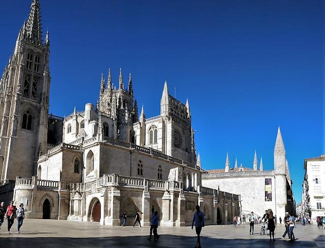 Catedral de Burgos desde la Plaza del Rey San Fernando