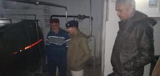 नीतिमिल्क डेयरी पर पुलिस का छापा 5000 हजार लीटर दूध किया सील्ड