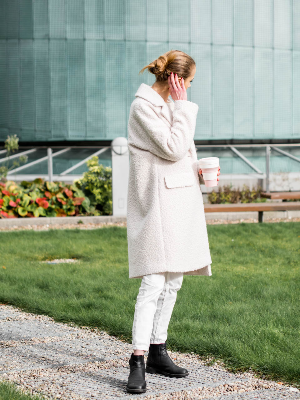 How to wear all white in winter - Kokovalkoinen talviasu + teddy-takki